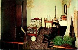 Springfield IL Maid's Room Abe Lincoln's Home Postcard unused (21317)