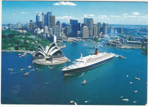Postcard Australia Sydney Harbour The Magestic Q.E.2