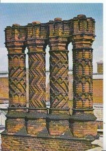 Middlesex Postcard - Hampton Court Palace - Tudor Style Chimneys - Ref 17612A