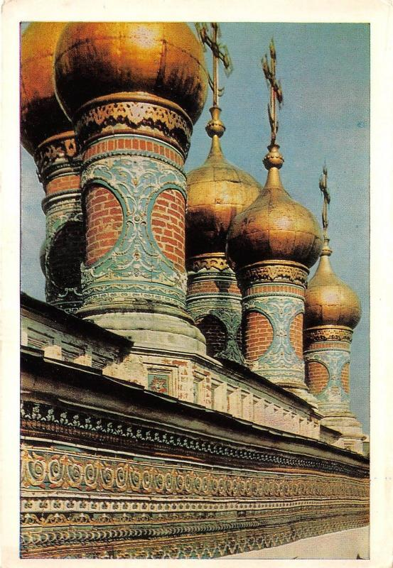 B32758 Moscow Kremlin frize of tiles and domes of tower churches russia