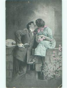 Pre-Linen foreign MAN WITH GUITAR KISSING WOMAN ON BRICKWALL J4352