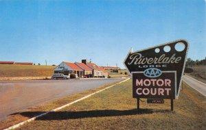RIVERLAKE LODGE Roadside Motor Court KNOXVILLE TN Tennessee Postcard ca 1950s