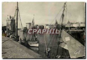 Modern Postcard La Rochelle (Charente Maritilme) The left port right turns St...