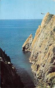 Mexico Old Vintage Antique Post Card Diver at La Quebrada Acapulco 1972