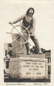 RP: GLOUCESTER , Massachusetts, 1930s ; Fisherman's Memorial