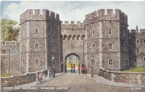 Berkshire Postcard - Henry VIII Gateway -  Windsor Castle   ZZ1583