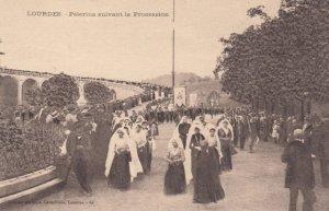 LOURDES, France,1910-1920s, Pelerins suivant la Procession