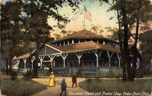 LP05   Cedar Point  Ohio Postcard  Souvenir Stand Postal Shop