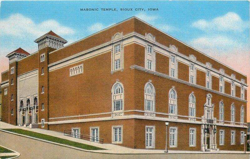 Sioux City IA~Below Ground Entrance of Masonic Temple on Steep Hill1940 Postcard