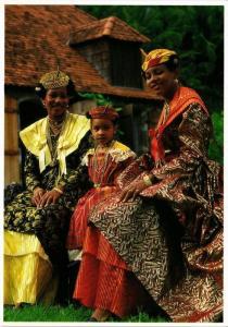 CPM Jeunes filles en grande robe FOLKLORE (753820)