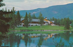 Jasper Park Lodge and Lac Beauvert - Alberta, Canada