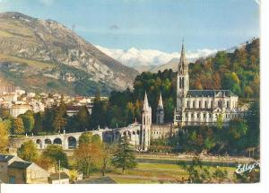 Postal 046322 : Lourdes. The Basilica and the Pic du Jer