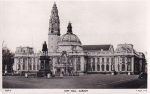 RP: CARDIFF , Glamorgan , Wales , 30-40s ; City Hall ; TUCK