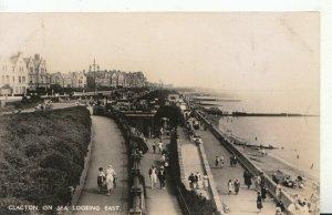 Essex Postcard - Clacton On Sea Looking East - Ref TZ7437