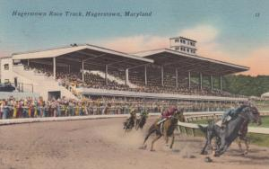 HAGERSTOWN , Maryland , 30-40s ; Horse Race Track