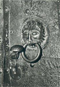 Postcard Religion Romanischer Turklopfer portal des munsters