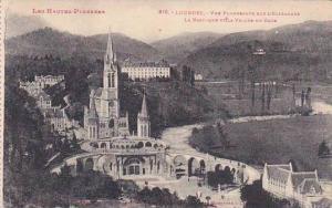 France Lourdes Vue Plongeante sur l'Esplanade La Basilique et la Vallee du Gave