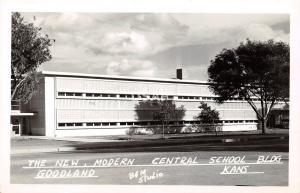 <A17> KANSAS Ks Real Photo RPPC Postcard 1951 GOODLAND Modern Central School