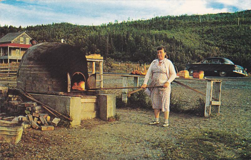 Women Cooking, Outdoor Oven, GASPE, Quebec, Canada, 40-60´s