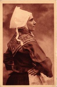 CPA Folklore - Jeune Fille de Plougastel-Daoulas - Profil de la Coiffe (699078)
