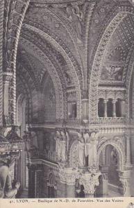 France Lyon Eglise Notre Dame Statue Vue des Voutes