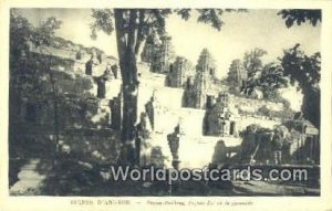 Phnom Bakheng, Fa¡ade Est de la pyramide Ruines D'Angkor Cambodia, Cambodge ...