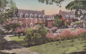 North Carolina Winston Salem Set Amongst Trees Lawns And Flowing Shirubs The ...