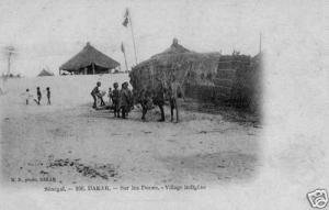 CPA Dakar, Sur les Dunes village indigéne (46647)