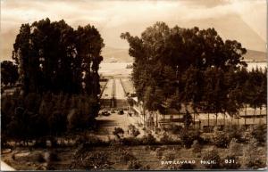 Pátzcuaro~1930s Coches~Gente~Bulevar~Estatua en la Isla Ocupada por Indios~RPPC