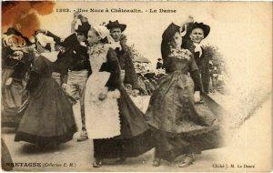 CPA Une Noce a Chateaulin - La Danse - Folklore (1034020)