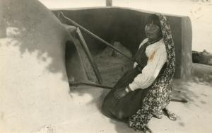 AMERICAN INDIAN WOMAN BAKING BREAD ANTIQUE REAL PHOTO POSTCARD RPPC