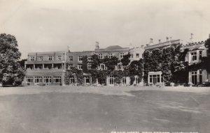 RP: Lyndhurst , England , 30-40s ; Grand Hotel , New Forest