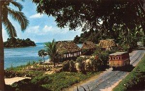MIN0067 samoa village busses ocean island trafitional houses