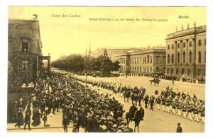 Unter den Linden; Kaiser Wilhelm II an der Spitze der Fahnen-Compagnie, BERLI...