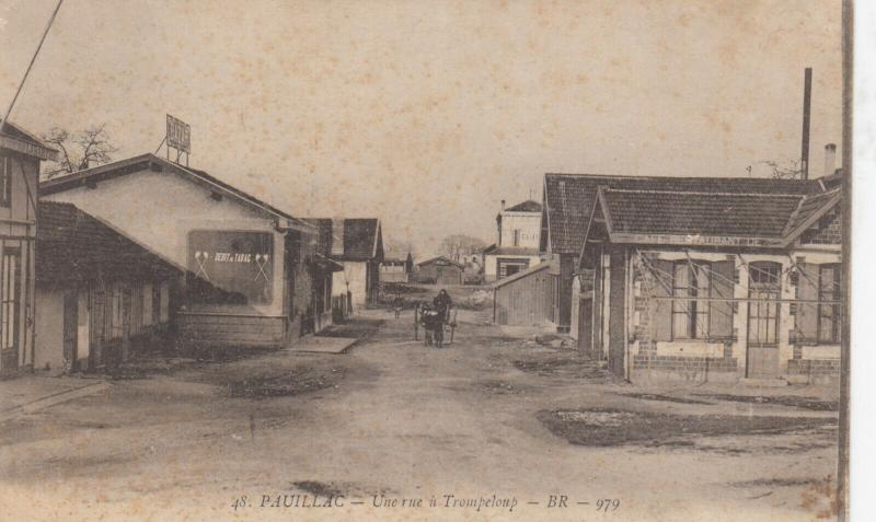 PAUILLAC , France , 00-10s ; Une rue u Trompeloup
