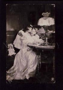 074706 DOLL & GIRL in Nighty kissing MOM Vintage PHOTO