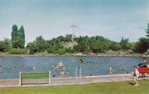 La piscine et la Croix du Parc Sauve , SALABERRY DE VALLEYFIELD , Quebec , 50...