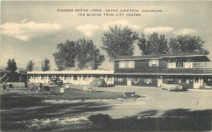 Artvue Autos Grand Junction Colorado 1940s Postcard Pioneer Motor Lodge 11270