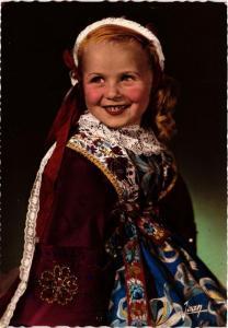 CPM La Bretagne Petite fille de Plougastel-Daoulas FOLKLORE (752557)