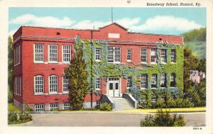 Hazard Kentucky~Broadway School~Vines on Front Wall~Opened Windows~1945 Postcard