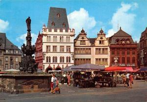 Trier Steipe und Petrusbrunnen Fontaine Saint-Pierre Terrace