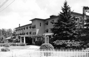 Bemidji Minnesota~Ruttger's Birchmont Lodge~Front~Picket Fence~1940s RPPC