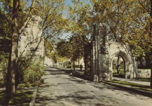 University Of Saskatchewan Saskatoon SK Memorial Gates Postcard D30 *As Is