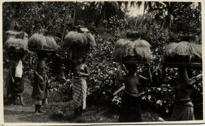 indonesia, BALI, Native Nude Women Offering Ceremony Head Transport (1930s) RPPC