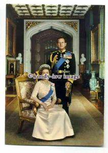 pq0129 - Queen Elizabeth seated in Royal Regalia & Prince Philip - postcard