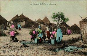 CPA AK Dakar - A la Fontaine - People - Types SENEGAL (778837)