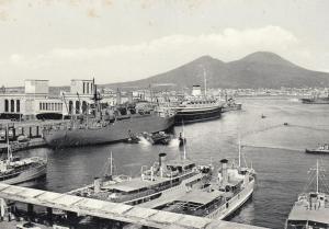 Napoli, Campania, Italy, 1930s ; Harbor & Vesuvius