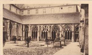 Courtyard View, Cour Cote Nord-Ouest, Le Cloitre, Verdun, Meuse, France 1900-10s