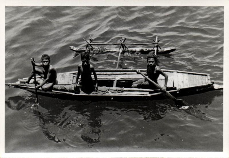 Papua New Guinea, Real Photo Native Papuas, Native Children Boat (1930s) RP (22)