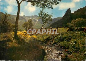 Postcard Modern Vallee Chaudefour The Couze Chambon and Puy Ferrand